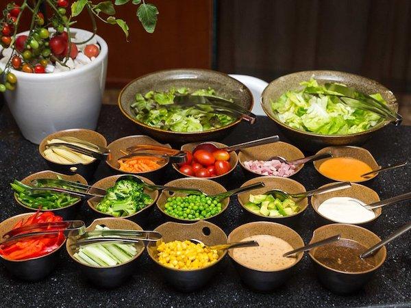salad-doc-la-tai-oven-dor-buffet