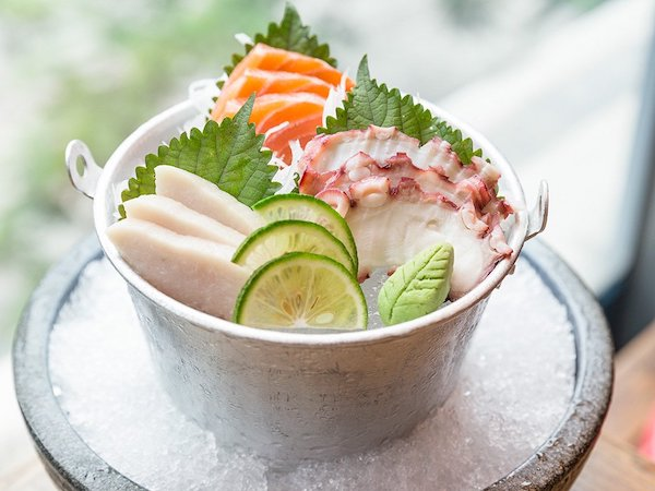 sashimi-bach-tuoc-tai-shogun-bbq