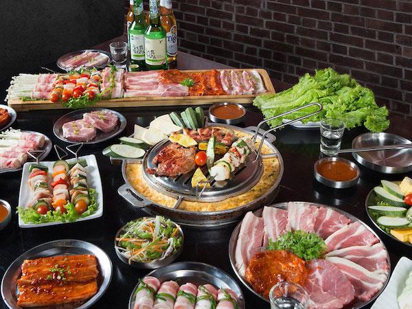 thuong-thuc-buffet-lau-nuong-han-quoc-tai-nha-hang-buk-buk